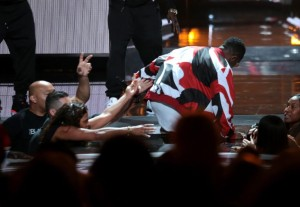 Diddy falls at BET awards